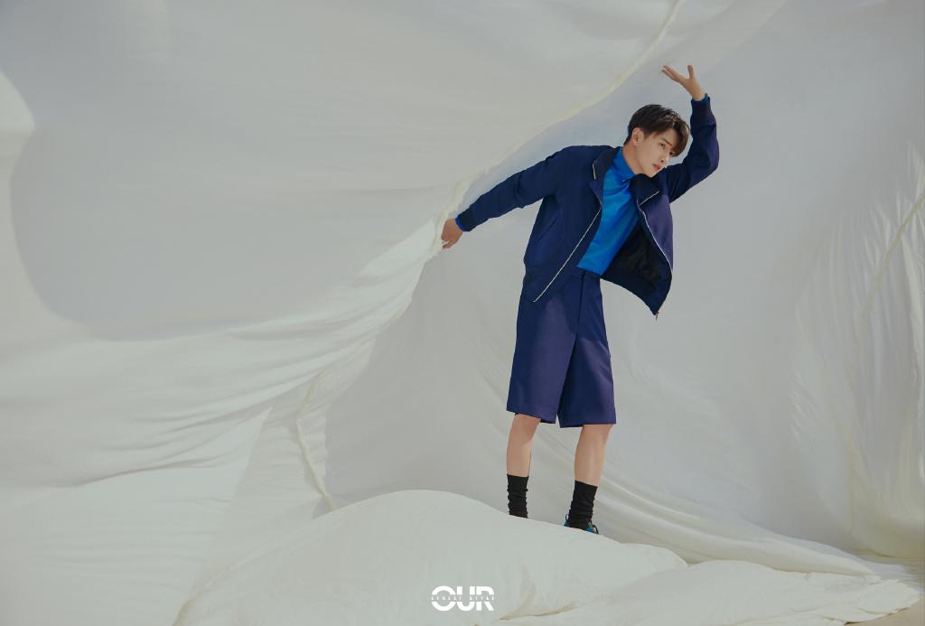 帅哥官鸿一袭蓝色look休闲装短裤品质感十足写真图片