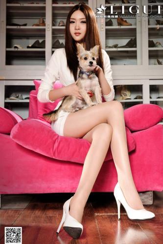 Model 允儿《OL美女居家水果丝足》上下全集 [丽柜贵足LiGui] 美腿玉足写真图片