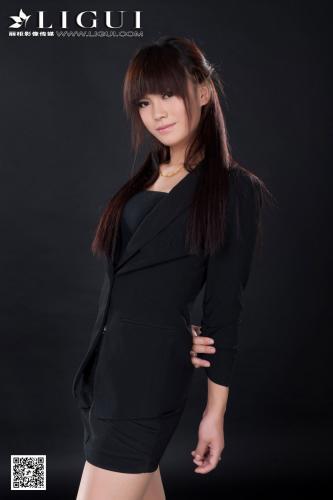 [丽柜贵足LiGui] Model 晴晴《职业装美女丝足高跟》美腿玉足写真图片