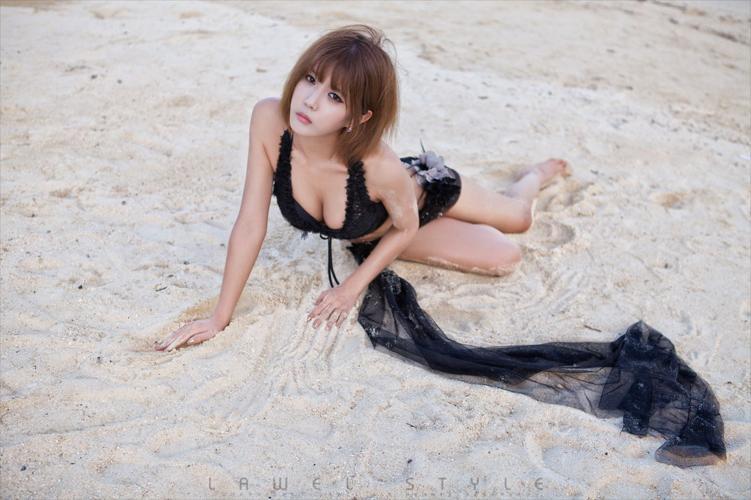 许允美《沙滩唯美蕾丝》写真集
