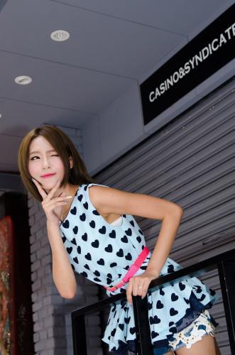 庄温妮/Winnie小雪《街拍热裤美腿系列》写真集