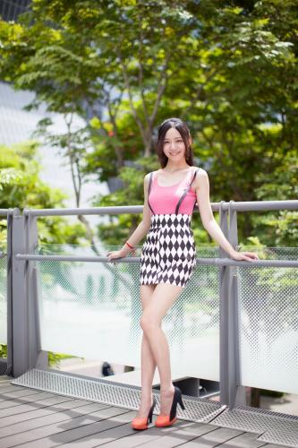 台湾美女Anita林千如《中央商圈外拍》写真集