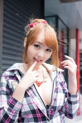 台湾美女黄镫娴Neko《信义外拍》写真集