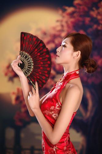 台湾女神Winnie小雪《古典红色旗袍》写真集