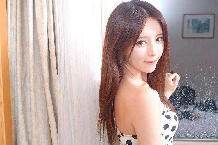 台湾正妹张齐郡JULIE《化妆镜旁的女神》写真集