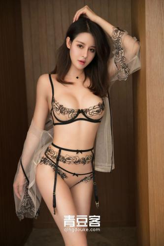 妖娆女王叶佳颐《大长腿肉色内衣若有若无》 [青豆客QingDouKe] 写真集