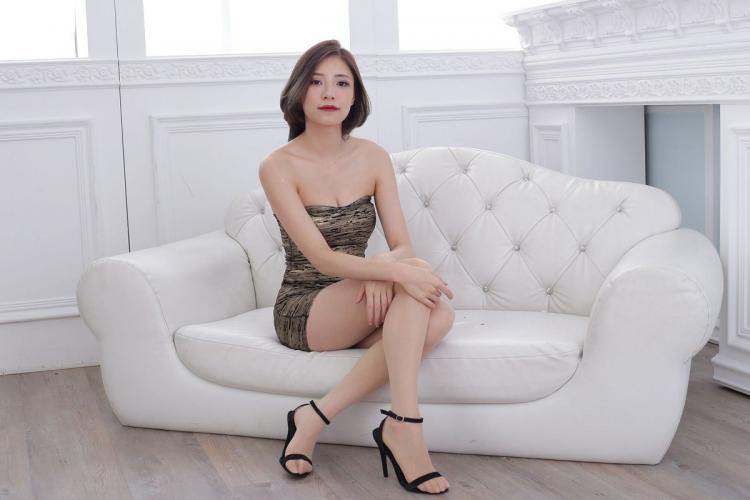 [台湾正妹] 陈玉雪Abby - 抹胸包臀裙美腿 写真集