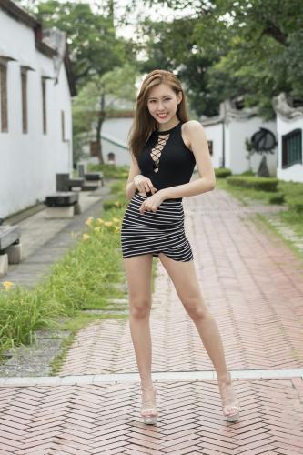 [台湾嫩模] 郭珉妏Queenie - 条纹短裙街拍 写真集