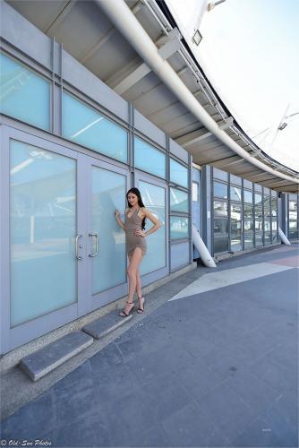 [台湾正妹] 176公分高挑嫩模@Lola雪岑 - 展覽館旁 写真集