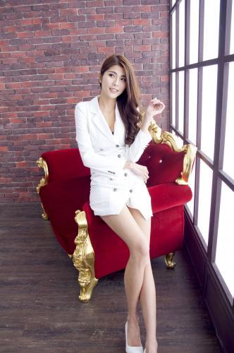 [台湾网红美女] Joanna林沐沐 - 棚拍OL美腿2套 写真集
