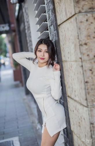 [台湾女神] 安希希《冬陽晨拍》 写真集