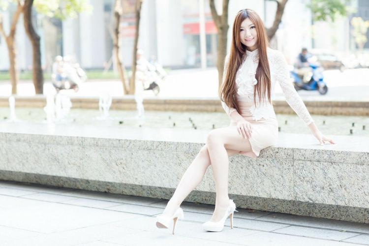[台湾正妹] Michelle小羽《信義區街拍 蕾丝+包臀短裙》 写真集
