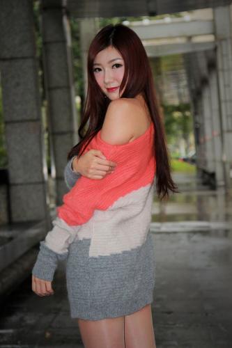 [台湾正妹] Michelle小羽《信義區外拍2套服装》 写真集