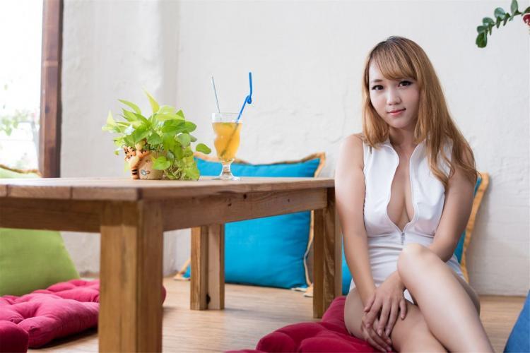 [台湾正妹] 黄镫娴 - 台湾丰满女郎邻家女孩 写真集