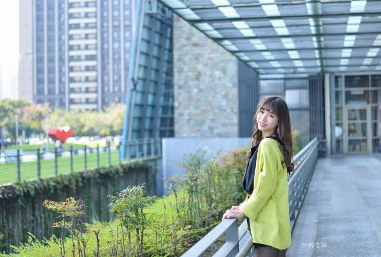 [台湾正妹] 題題《國美館.時裝》黑丝街拍 写真集
