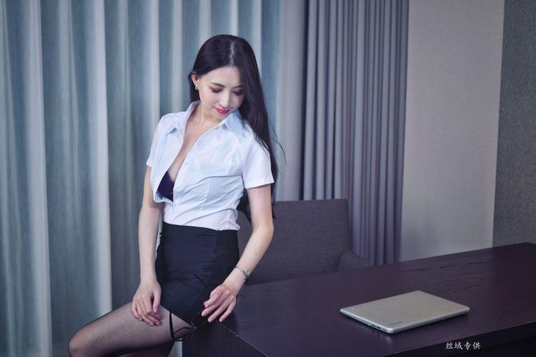 [台湾正妹] 雪菁《棚拍三套服装》 写真集
