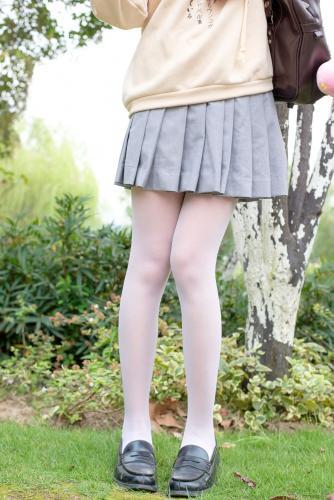 《户外白丝短裙》 [森萝财团] R15-040 写真集