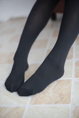 《黑丝红格子裙》 [森萝财团] R15-002 写真集
