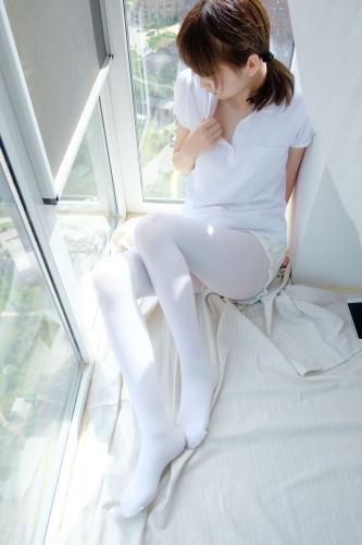 《窗台上的白丝少女》 [森萝财团] R15-018 写真集