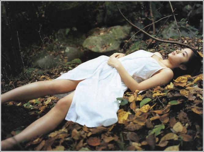 石原里美「16歳 至上の原石」 写真集