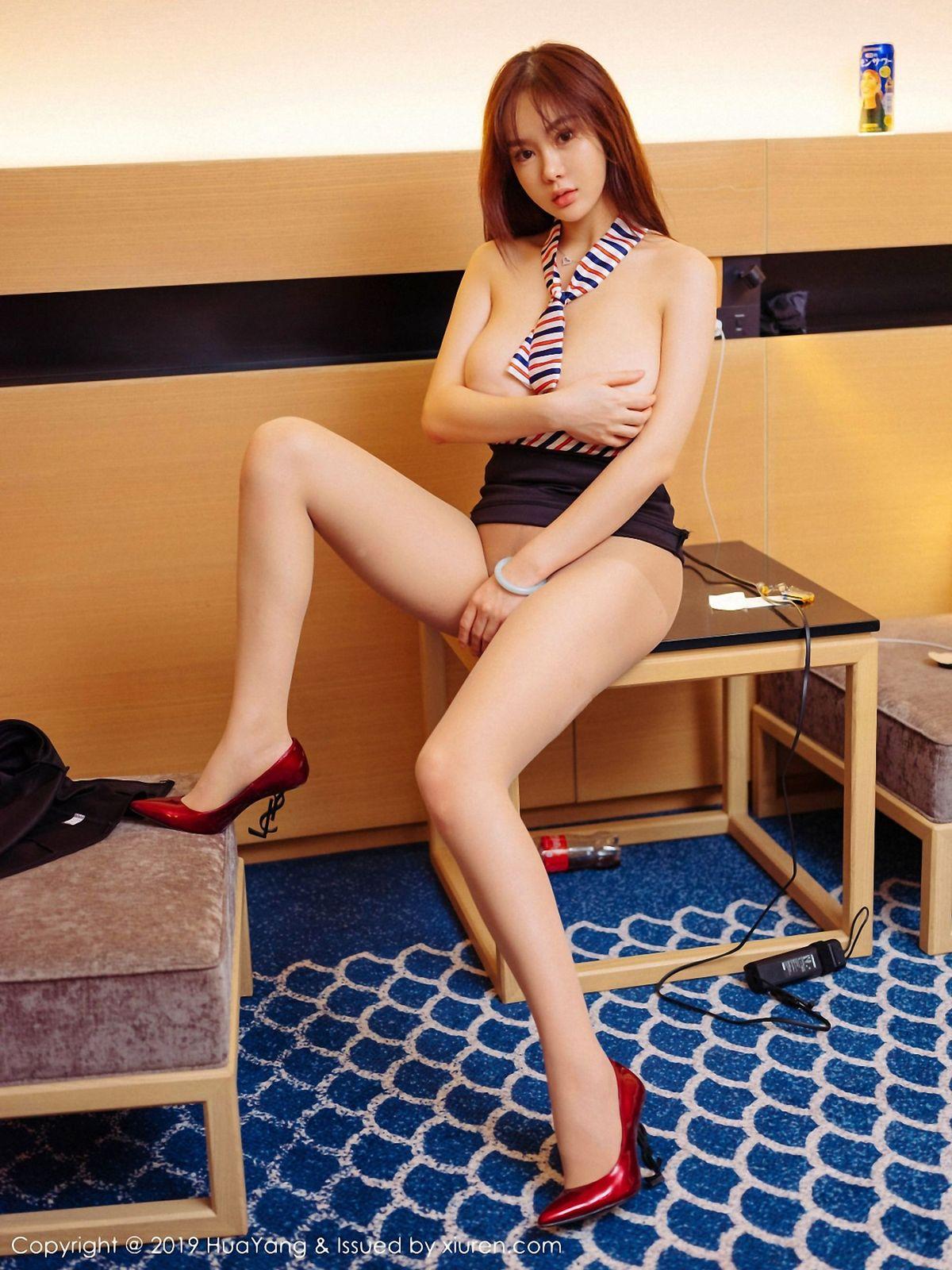 易阳Silvia《动人的空姐服务》 [花漾HuaYang] Vol.128 写真集1
