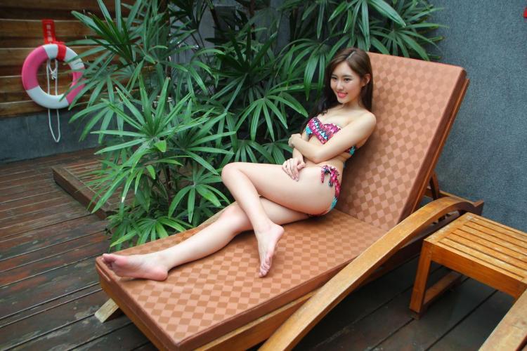 郭珉妏Queenie《躺椅上的泳装妹子》 [台湾美女] 写真集