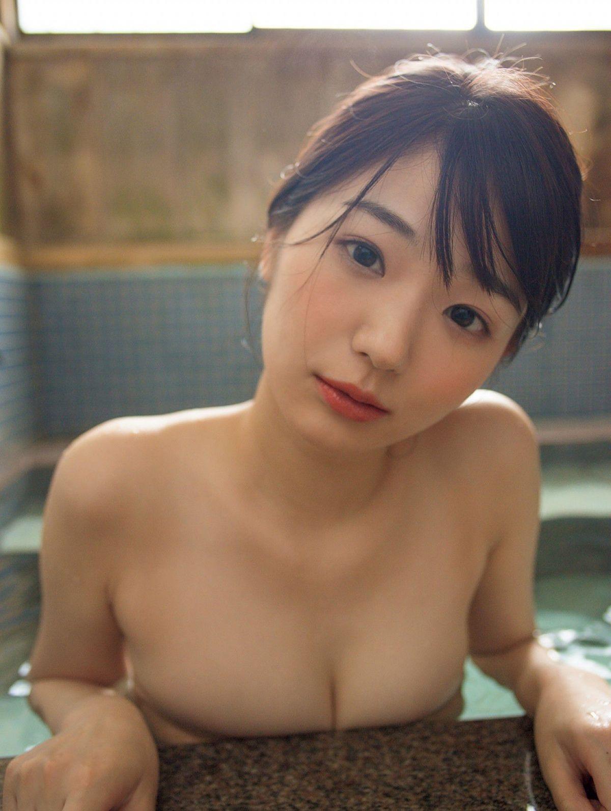 [FRIDAY] 長谷川かすみの 《「Eカップ」今田耕司が「今、いちばん会いたい美女」と指名した話題美女の初水着(動画付き)》写真10