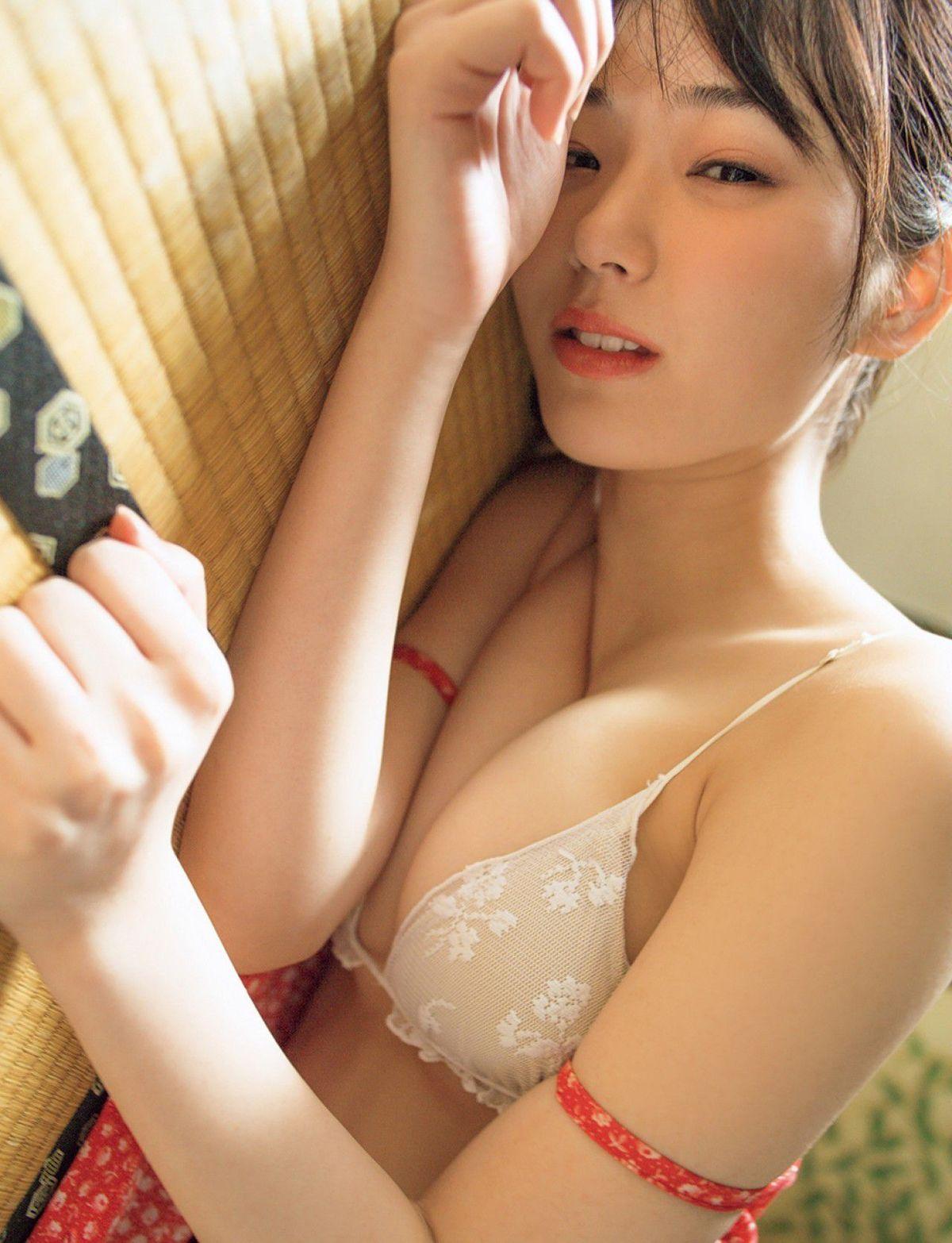 [FRIDAY] 長谷川かすみの 《「Eカップ」今田耕司が「今、いちばん会いたい美女」と指名した話題美女の初水着(動画付き)》写真2