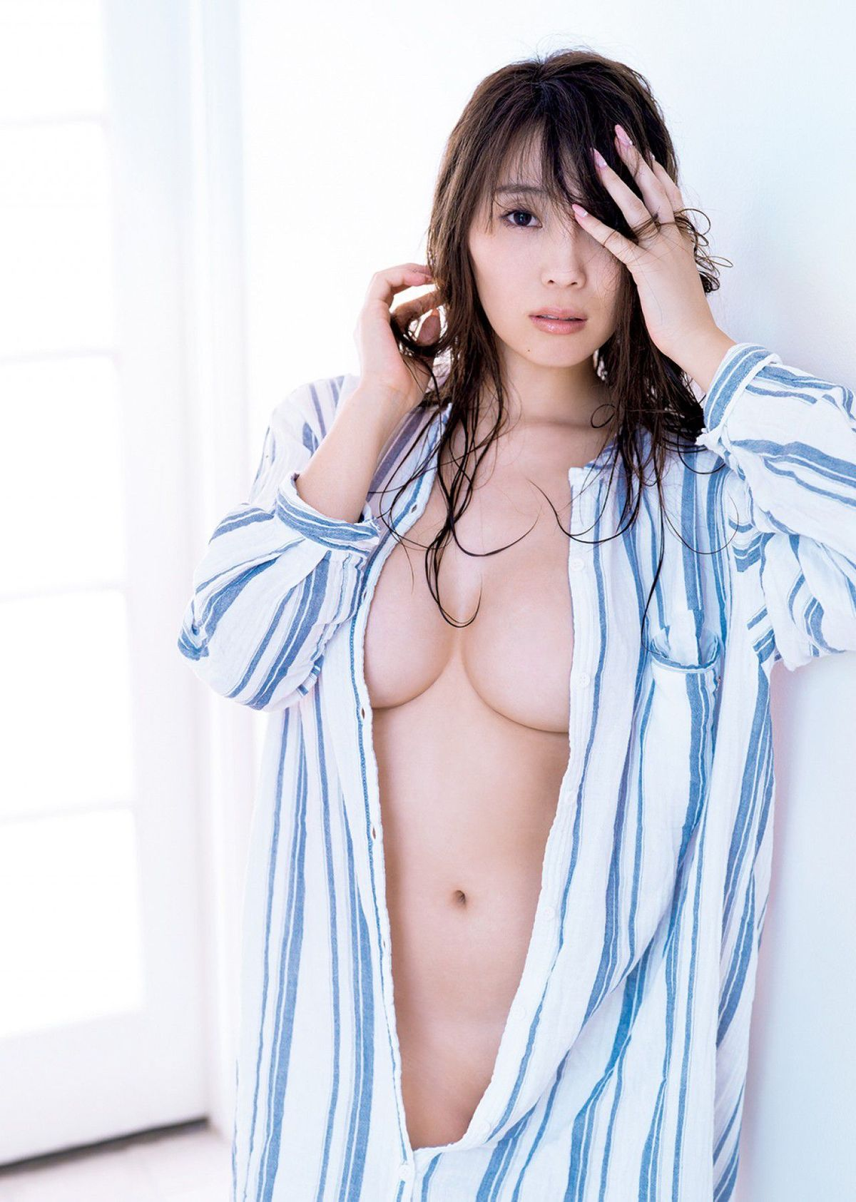 [FRIDAY] 森咲智美 《バストトップが透けて見えた!トップグラドルがついに》写真1