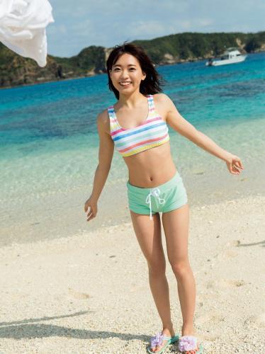 [FRIDAY] 《斉藤朱夏 22歳の初水着 人気大爆発声優の秘蔵カットを独占公開》写真