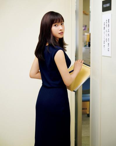 [FRIDAY] 土屋太鳳 《オフィスでセクシー》写真
