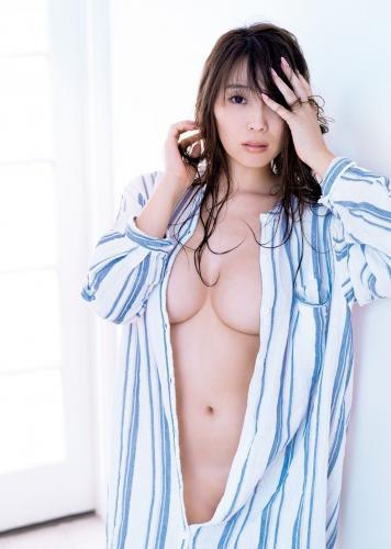[FRIDAY] 森咲智美 《バストトップが透けて見えた!トップグラドルがついに》写真