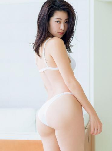 [FRIDAY] 福山智可子 《『テラスハウス』の人気者 デリシャスヒップ&ノーブラ》写真