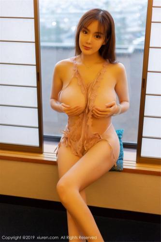 易阳Silvia《巨乳制服诱惑》 [秀人XIUREN] No.1583 写真集