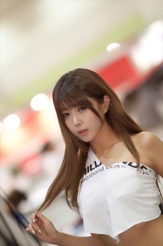 许允美 - 性感白衣牛仔短裤街头车展 [韩国展台美女] 写真图片