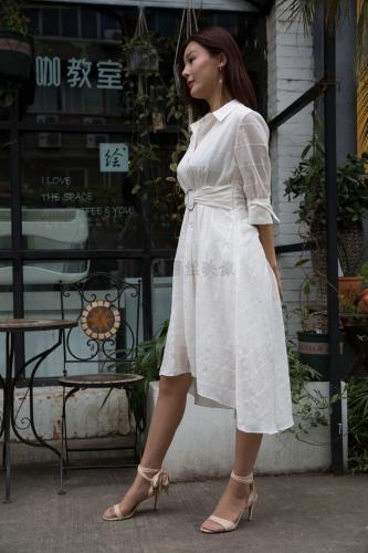 [丽丝映像GIRLISS] 《凉冰冬日裙下的ROSI》 写真集