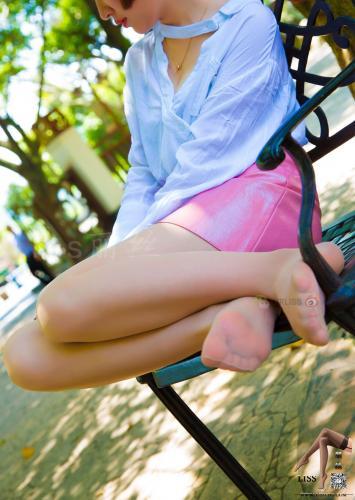 《短发姑娘在小树林》 [丽丝映像GIRLISS] 写真集