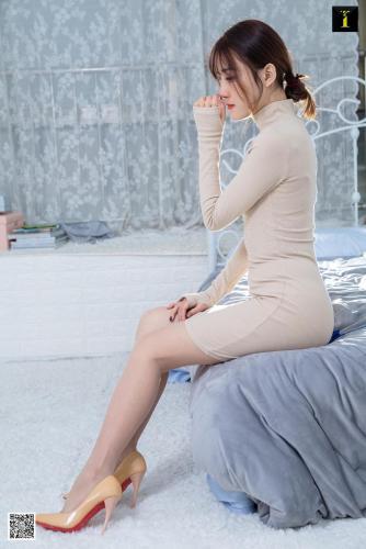 模特婉萍 《初恋裸色系》 [异思趣向IESS] 丝袜美腿写真集