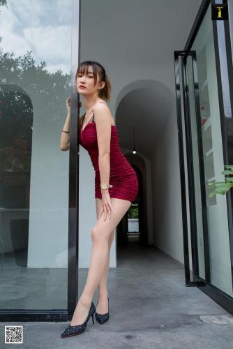 模特:秋秋 《酒红小礼服》 [异思趣向IESS] 写真集