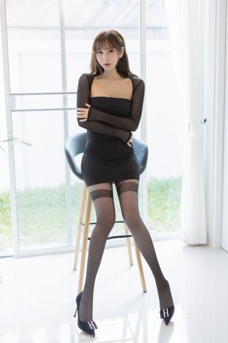 Lavinia肉肉《性感套裙黑丝美腿》 [爱蜜社IMiss] Vol.441 写真集
