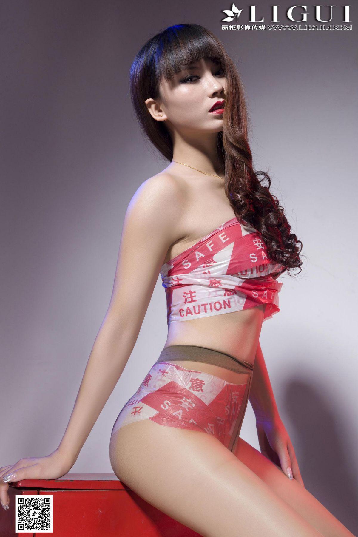 [丽柜LiGui] Model 晴晴《超薄肉丝袜美足》美腿玉足写真图片1