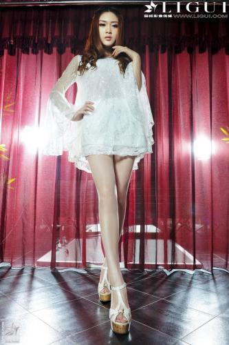 Model 允儿《白色蕾丝高跟女神》 [丽柜贵足LiGui] 美腿丝足写真图片