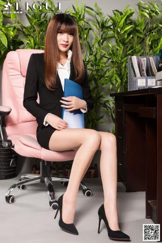 Model 允儿《办公室高跟丝足》上中下全集 [丽柜LiGui] 美腿玉足写真图片
