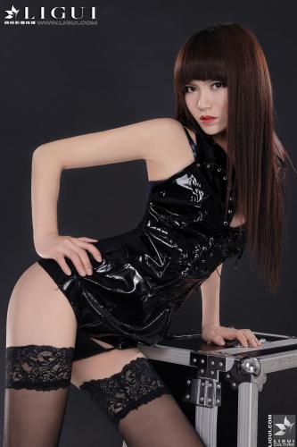 [丽柜LiGui] Model 晴晴《制服黑丝》美腿玉足写真图片