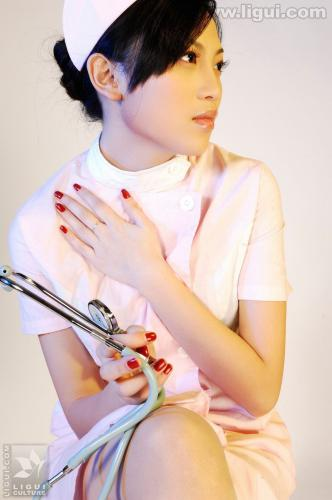 Model 左左《完美的护士情节》 [丽柜LiGui] 美腿玉足写真图片