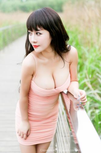陈巧蓓isabella《外拍超短裙系列》 [秀人网XiuRen] No.529 写真集