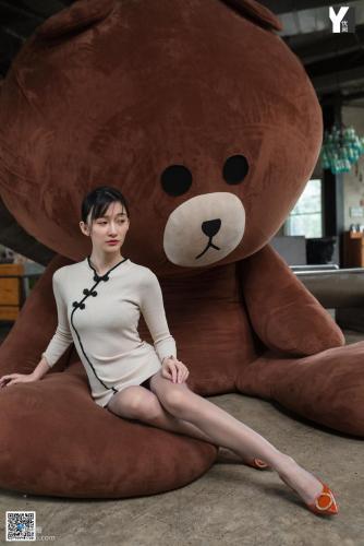 [异思趣向IESS] 模特 秋秋 《布朗熊之恋》 写真集