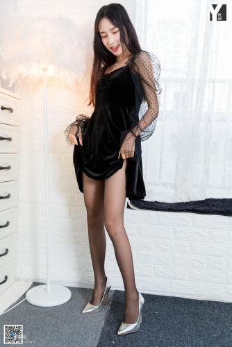 [异思趣向IESS] 模特 美子 《女友卧室初体验》 写真集