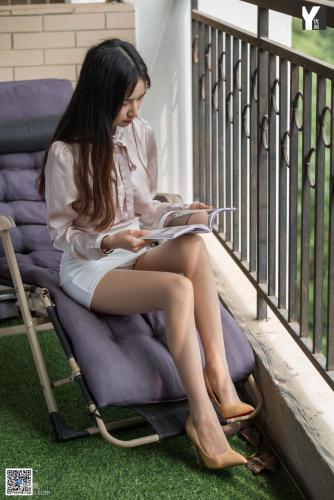 [异思趣向IESS] 模特 美子 《爱看书的女同事》 写真集