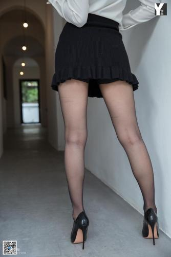 [异思趣向IESS] 模特 秋秋 《鱼尾裙小管家》 写真集